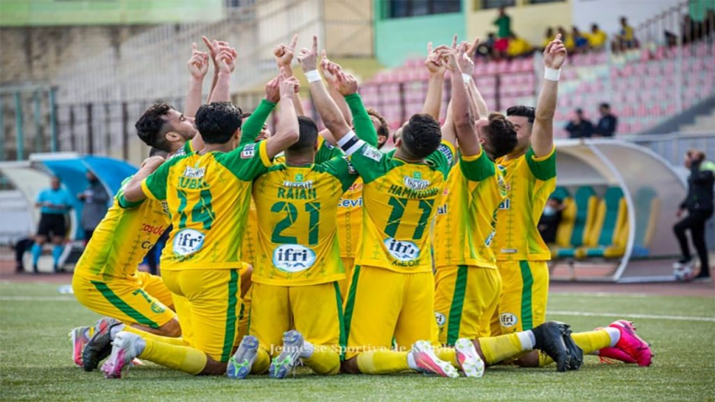 Raja Club Athletic of Casablanca held their nerves to clinch their second CAF Confederation Cup title after beating Algerian side JS Kabylie 2-1 in the final match on Saturday.