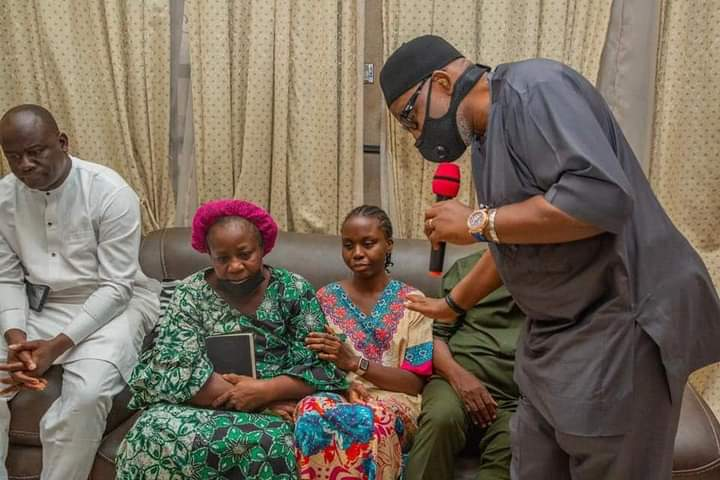 Governor Akeredolu consoling widow of late Adedayo and other members of the family during the visit