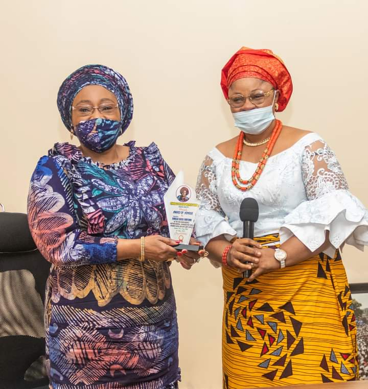 Chairperson of the Ohanaeze Women's Wing, Lady Patricia Ndubuisi, presenting the plaque for the title of Nne Gburugburu to Mrs Bisi Fayemi in Ado Ekiti on Tuesday