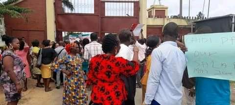 Workers blocking entrance into the Emuoha Secretariat complex in protest over their unpaid salaries