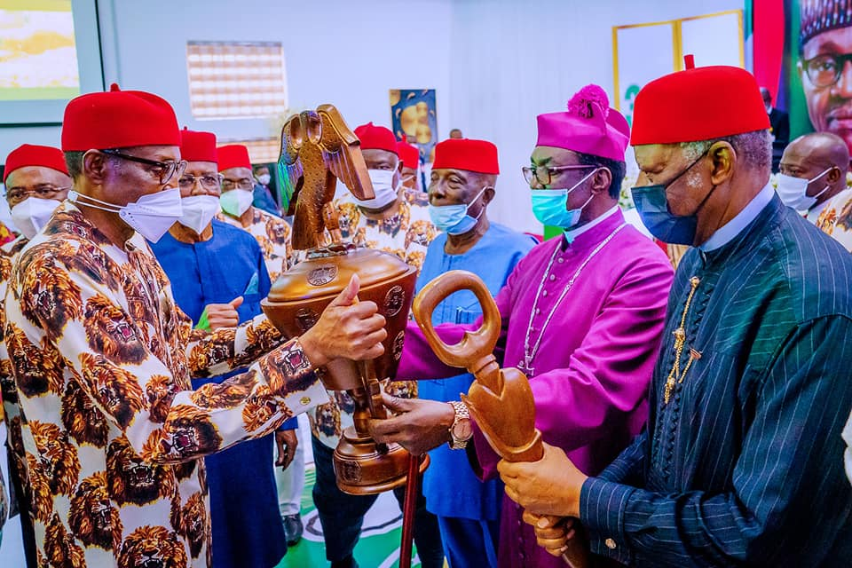 Igbo leaders presenting gift to Buhari during his visit to Imo State
