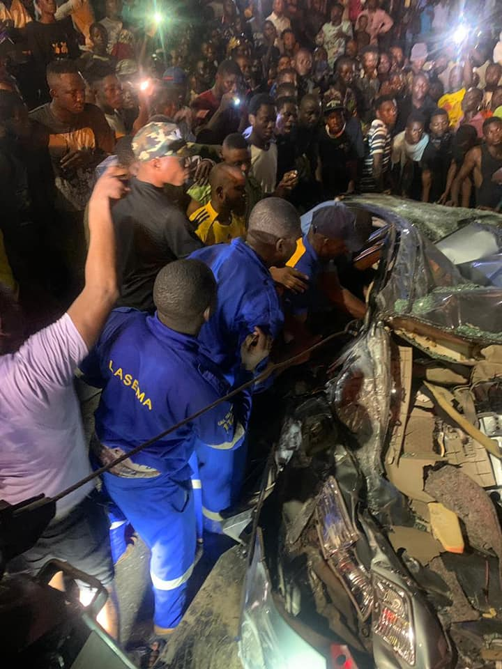 Officials of the Lagos State Emergency Management Agency and other agencies trying to rescue the victims on Sunday in Lagos
