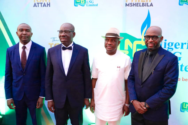 Governor of Rivers State, Nyesom Ezenwo WIke (2nd right); Governor of Edo State, Godwin Obaseki (2nd left); the new NLNG Managing Director , Dr. Philip Mshelbila (left) former NLNG Managing Director, Tony Attah (right) during the latter's sent off ceremony at NLNG corporate headquarters in Port Harcourt on Saturday.